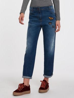Jeans boyfriend fit con applicazioni