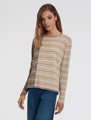 Mixed line sweater