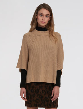 English-ribbed hooded sweater