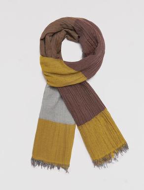 Creased block color scarf
