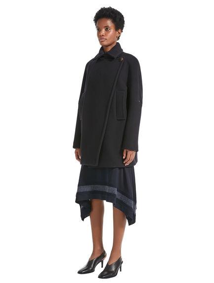 Cappotto in lana dalla linea minimal