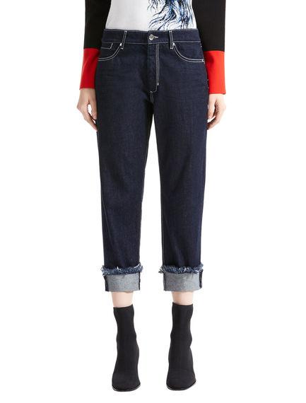 Jeans boyfriend con risvolti sfilacciati