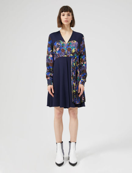 Contrast Pleat V-neck Dress